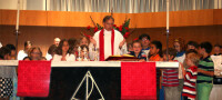 2011-06.SaintDs.Kids_In_Church.2